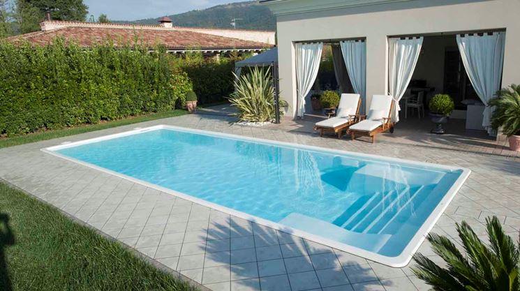 Caratteristiche delle piscine in vetroresina lavorare il vetro piscine in vetroresina guida - Piscine vetroresina interrate ...