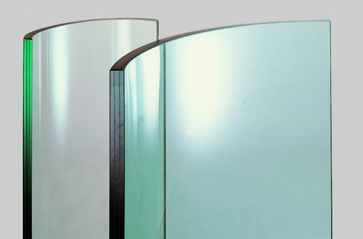 Lastre di vetro sottoposte ad incurvatura