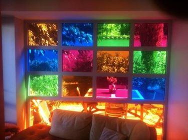 Parete multicolore in vetro