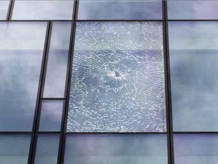 vetro con pellicola antisfondamento