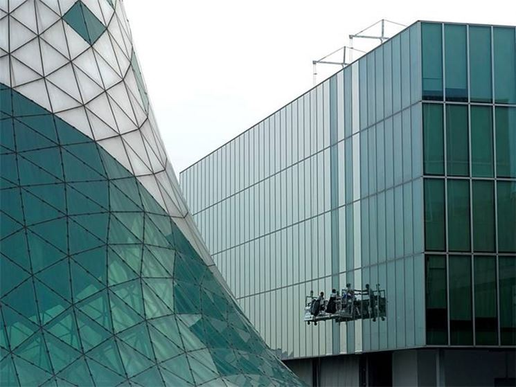 vetrata con pellicola antisolare riflettente di Serisolar