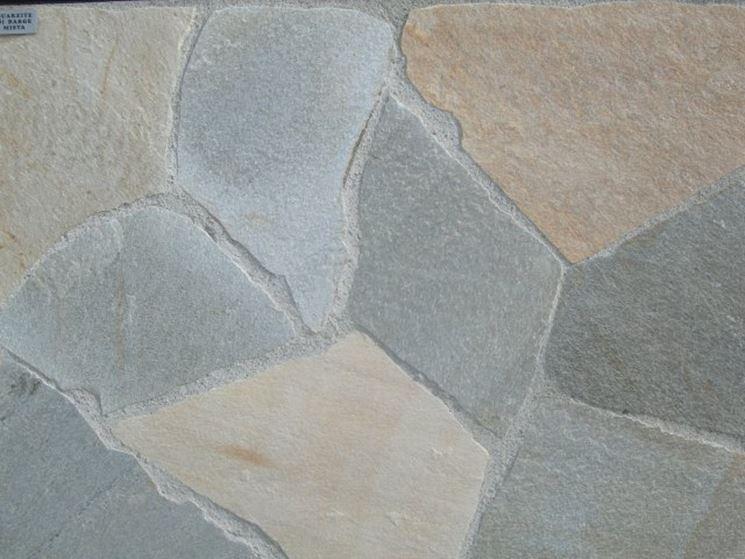 Mosaico realizzato con pietra di Barge