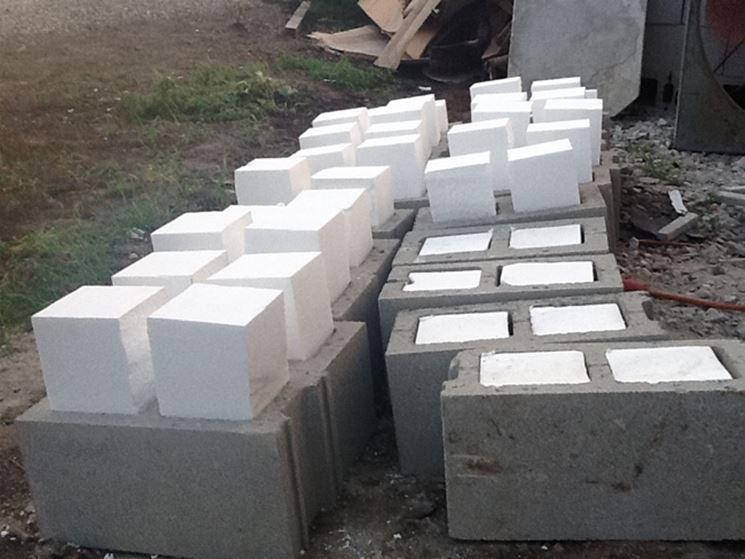 Isolamento materiali da costruzione con polistirene espanso