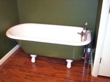 Vasca Da Bagno Rovinata Cosa Fare : Come rivestire la vasca da bagno restaurare rivestire la vasca