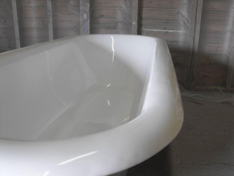 Rismaltatura vasche da bagno restaurare come smaltare la vasca - Verniciare vasca da bagno ...