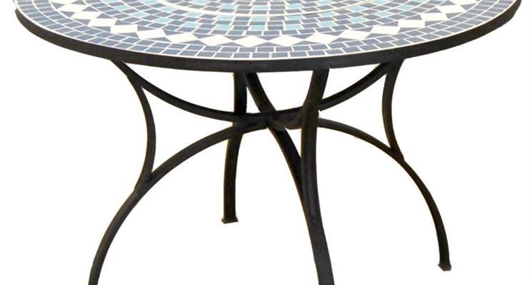 elegante tavolo in piastrelle mosaico