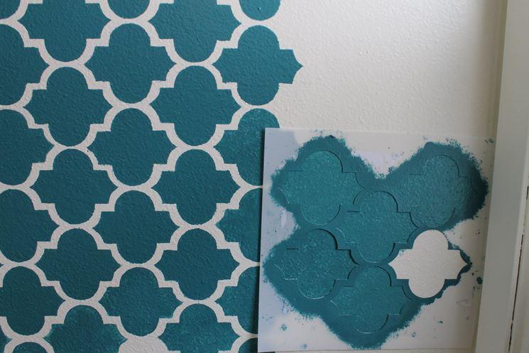 Stencil per decorare le pareti tecniche di fai da te for Disegni geometrici per pareti