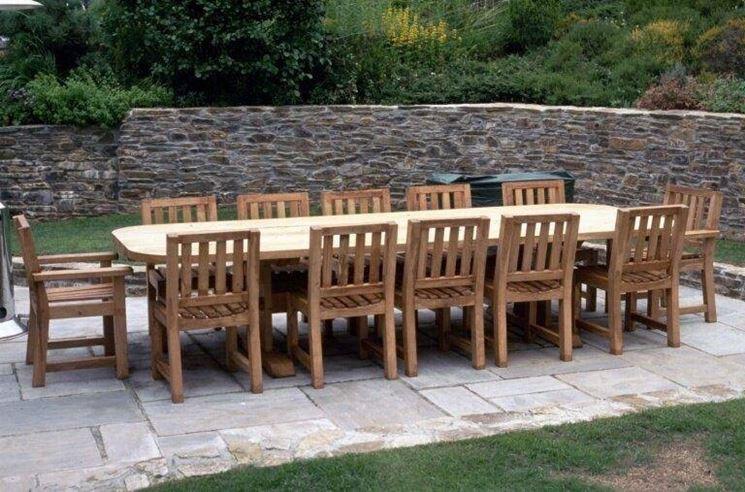 tavolo in legno da esterno