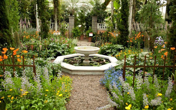 incantevole giardino con fontana