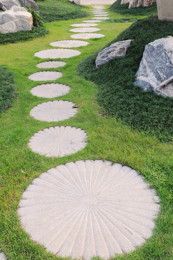 Come realizzare un vialetto in giardino arredamento per - Vialetto giardino economico ...