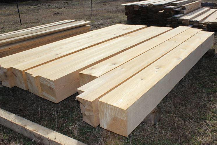 travi di legno a sezione quadrata