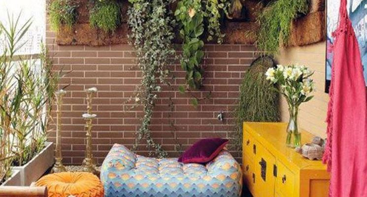 Matrimonio bicolore di bianco e verde, tra edera e gigli per un'atmosfera relax