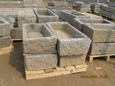 Fioriera in muratura fare giardinaggio la migliore - Vasche da bagno in pietra ...
