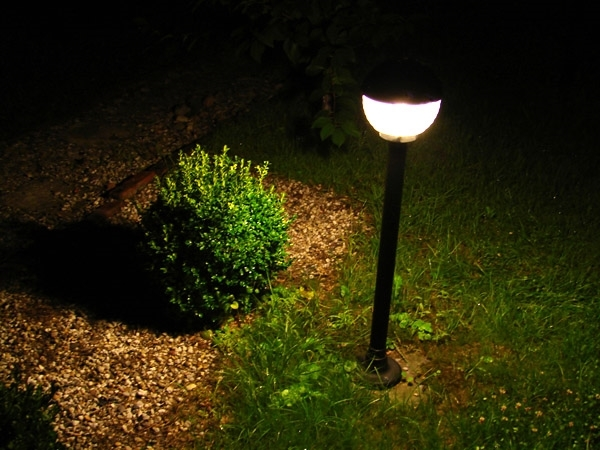 Come scegliere le luci da giardino illuminazione da for Luci da giardino