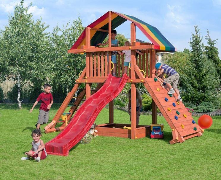 I migliori giochi da esterno materiali per giardini for Scivoli in legno per giardini