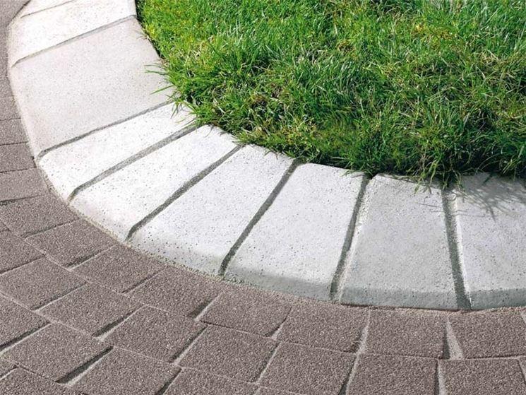 Realizzare i cordoli per aiuole materiali per giardini - Aiuole per giardino ...