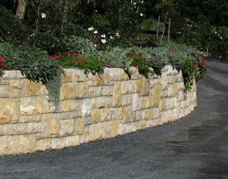 ... - Materiali per giardini - Utilizzo dei blocchi di tufo - giardino