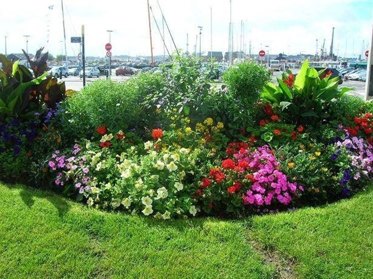 Realizzare aiuole da giardino quale giardino - Idee piante da giardino ...