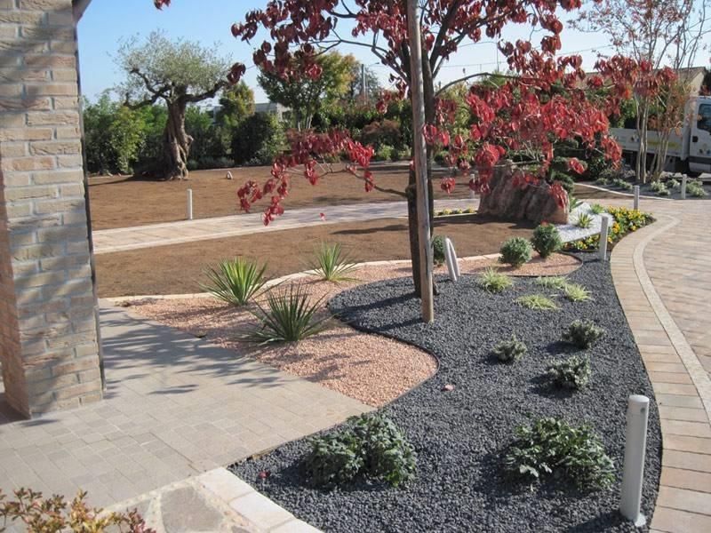 Casa moderna roma italy aiuole per giardino - Aiuole giardino fai da te ...