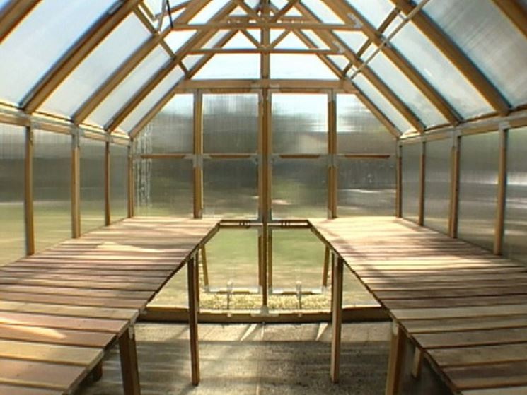 Modelli di serre fai da te serre da giardino serre fai for Costruire serra legno