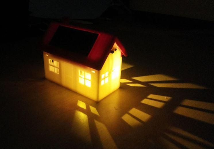 Casa lampada accesa.