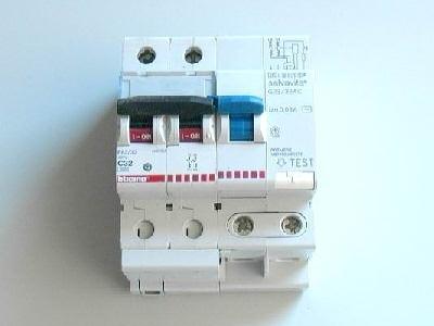Interruttore differenziale salvavita gli impianti elettrici come funziona un interruttore - Prezzo impianto elettrico casa ...