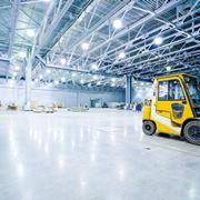Illuminazione in magazzino industriale