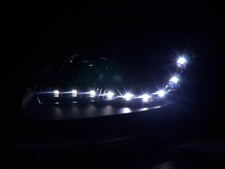 Luci led auto illuminare caratteristiche delle luci led for Luci al led