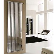 Termoarredo dal design minimalista ad effetto specchio