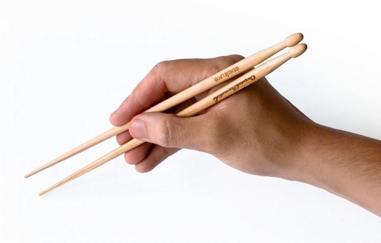 come afferrare le bacchette cinesi
