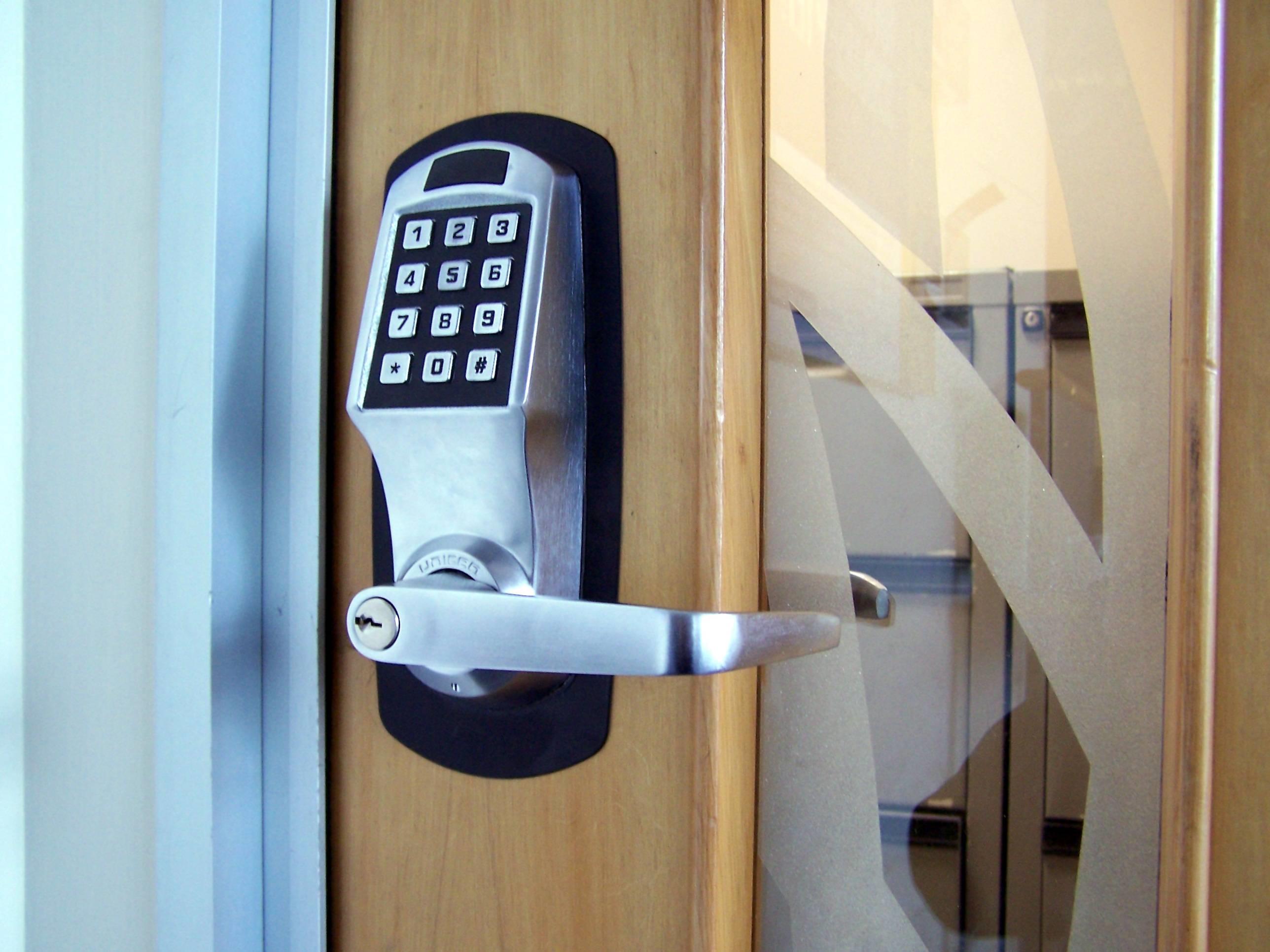 Migliori serrature porte blindate chiavi e serrature - Scassinare una porta ...