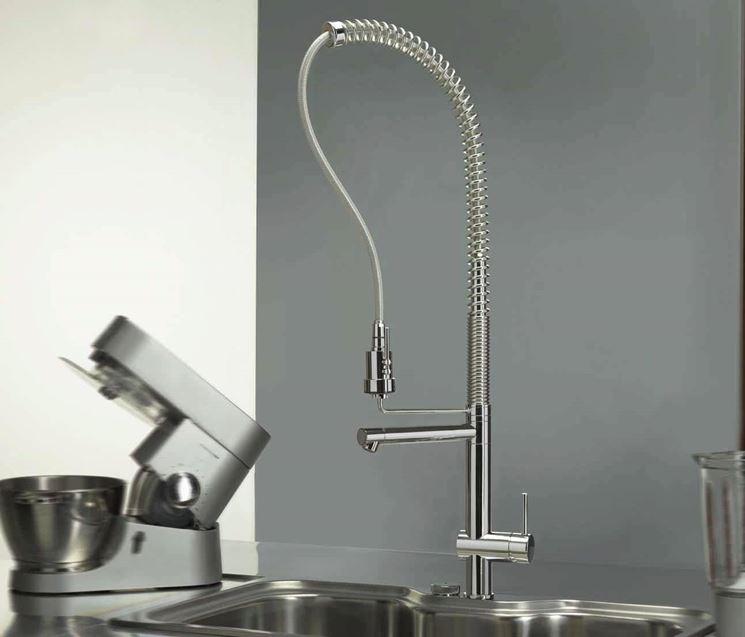 Il rubinetto con doccia a canna
