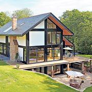 Casa naturale in legno, pietra e vetro