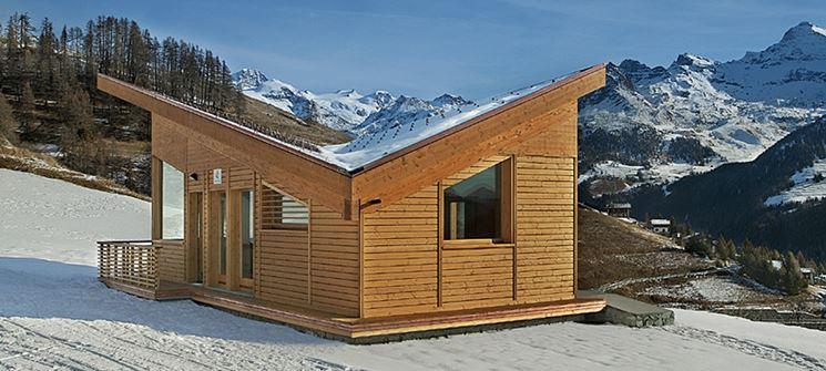 abitazione in legno in montagna