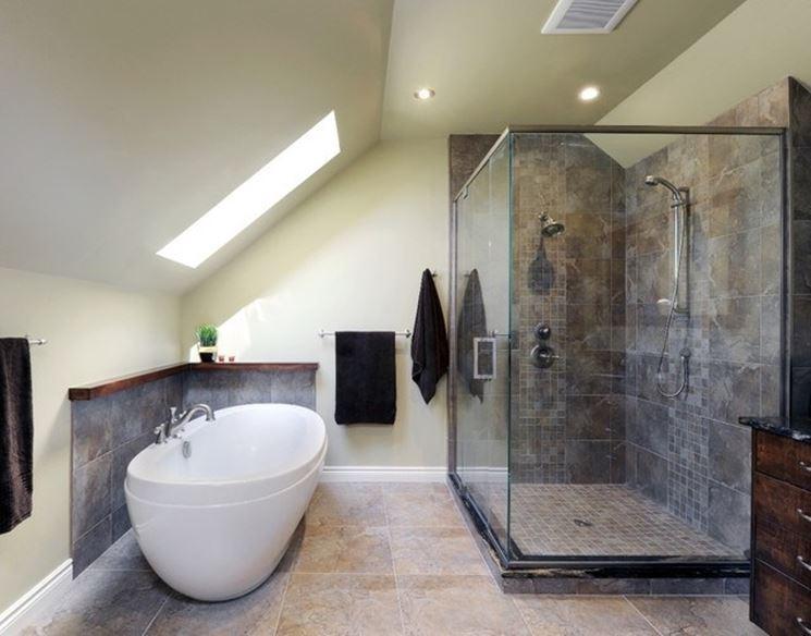 Una mansarda può trasformarsi in un piccolo e delizioso bagno.