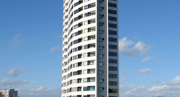 Casa a torre con molti piani