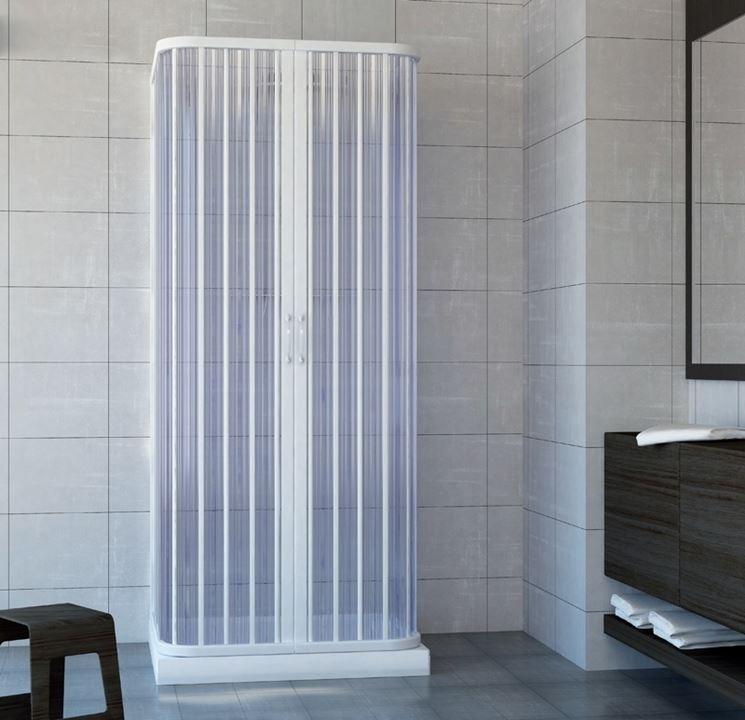 Un box doccia a soffietto di tipo economico