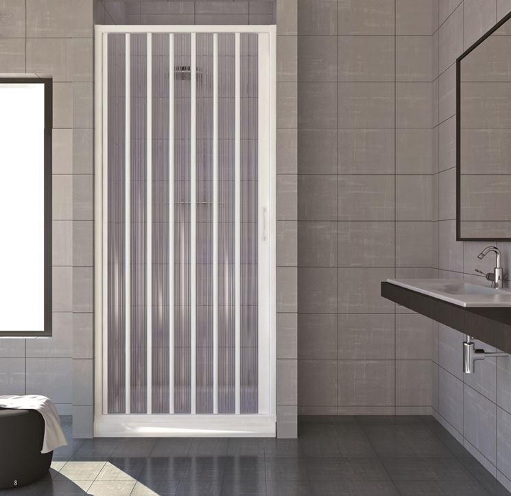 Un box doccia in muratura con apertura a soffietto