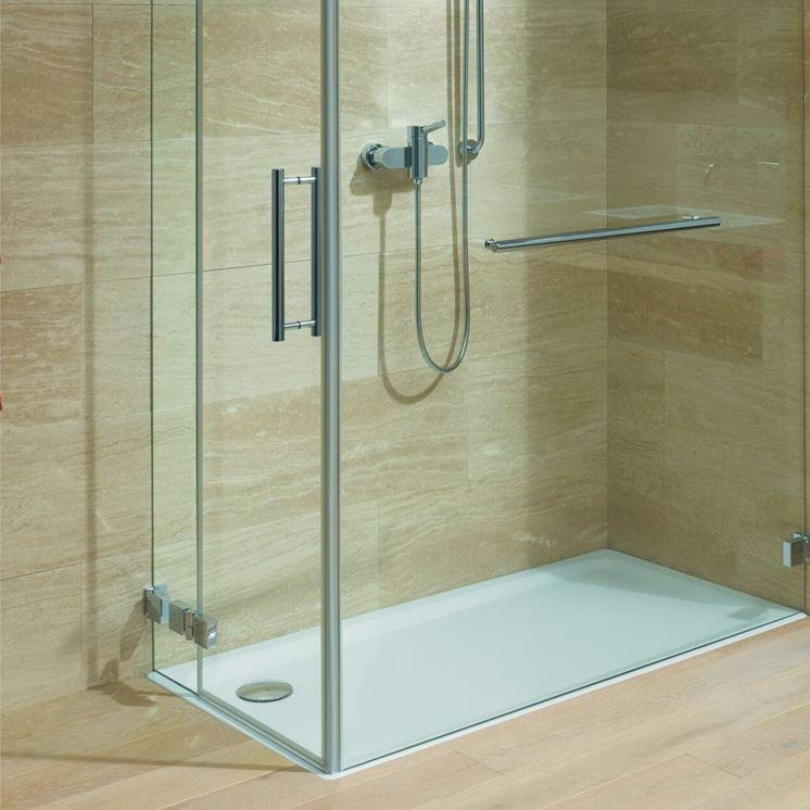 Modelli di piatto doccia in acrilico il bagno piatto - Posare un piatto doccia ...