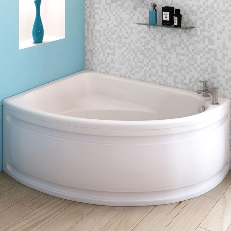 Misure Vasca Da Bagno Piccola: Vasca con sedile u boiserie in ceramica per bagno.
