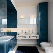 bagno accessoriato moderno