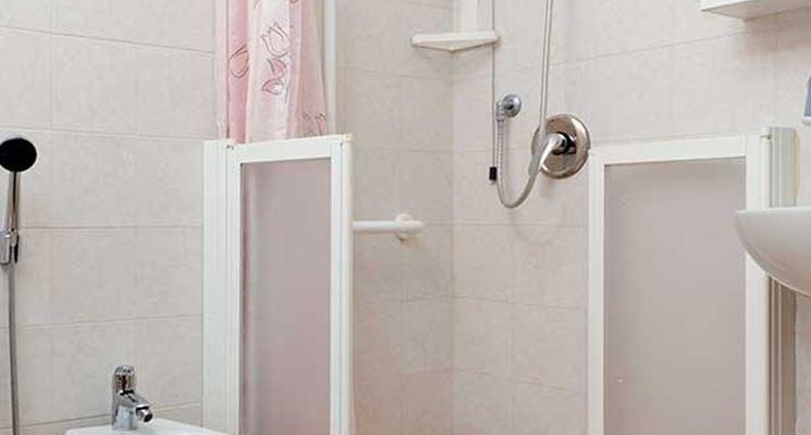Realizzare un bagno per disabili il bagno realizzare bagno per disabili - Doccia senza piatto doccia ...