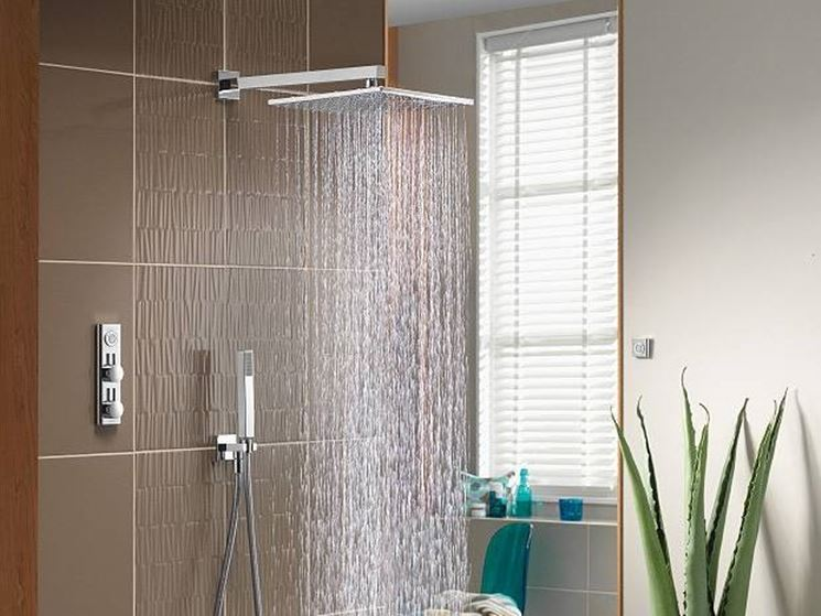 Bagno piccolo con finestra nella doccia - Finestra nella doccia ...