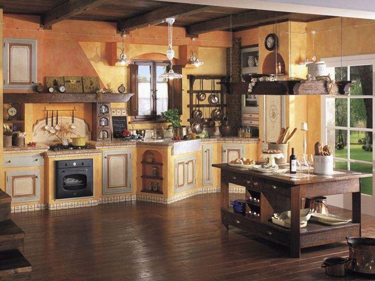 Cucina in muratura rustica di colore giallo