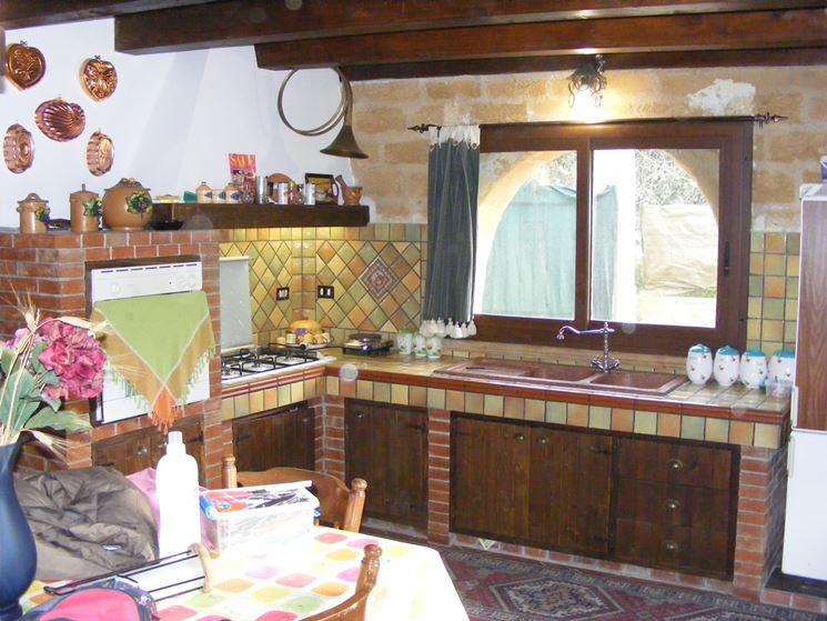 Cucina in muratura rustica la cucina cucina rustica for Tendine per cucina rustica