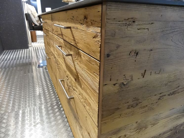Mobili da cucina in legno design casa creativa e mobili for Cucine legno massello