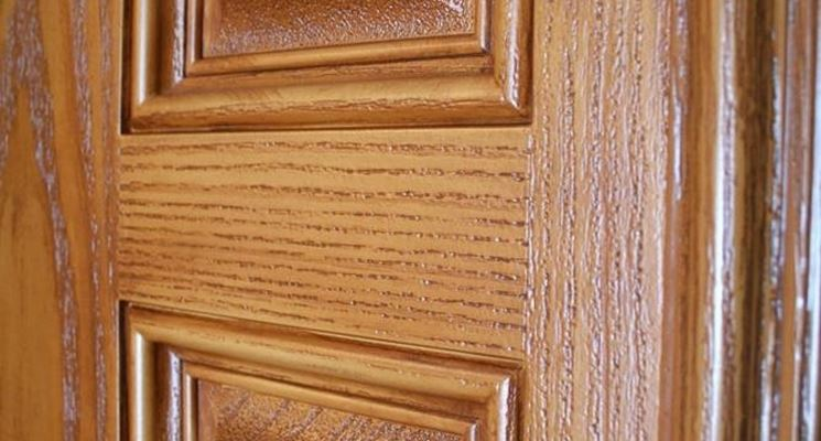 Porte in legno massello le porte porte legno massello - Verniciare una porta in legno ...