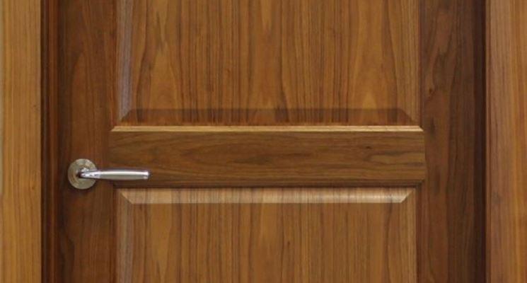 porta di legno in noce