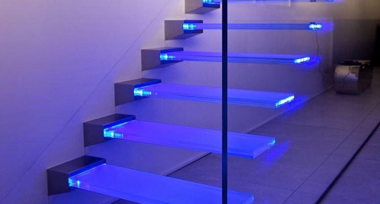 scale vetro e luce