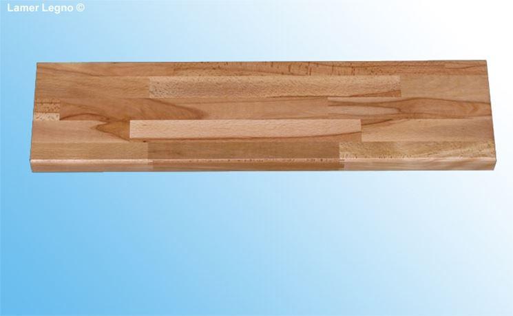 Un modello di gradino in legno